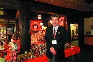 伊予かすり会館の総括支配人、仙波勝さん