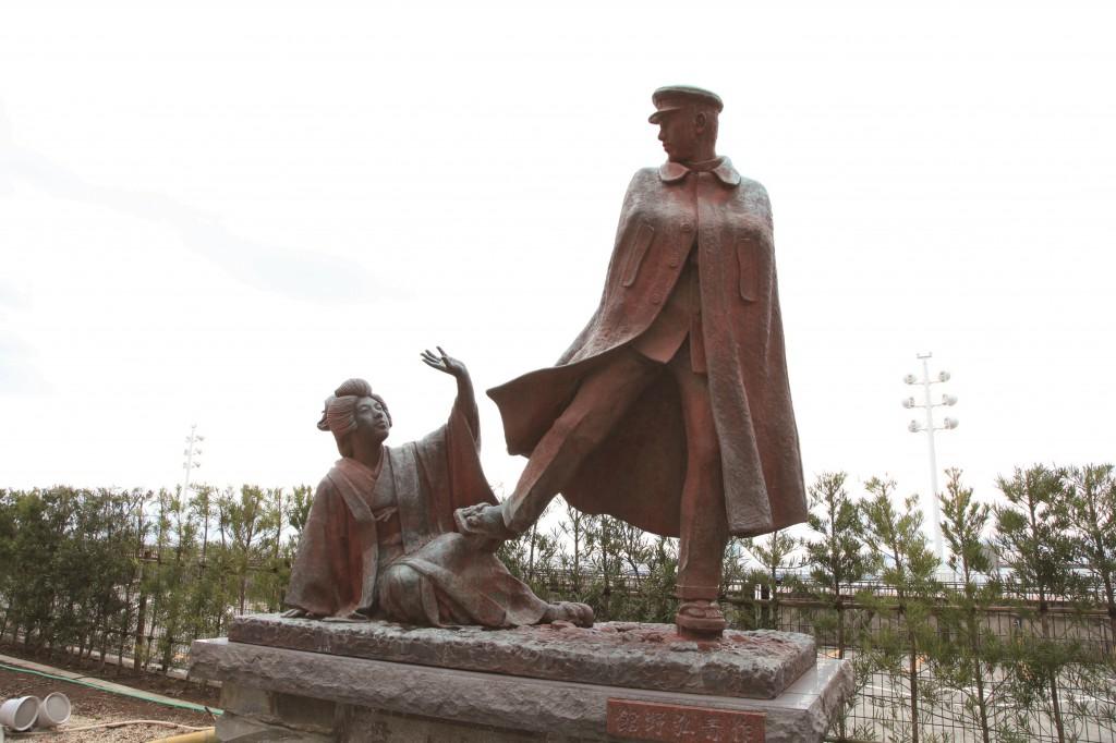「貫一・お宮の像