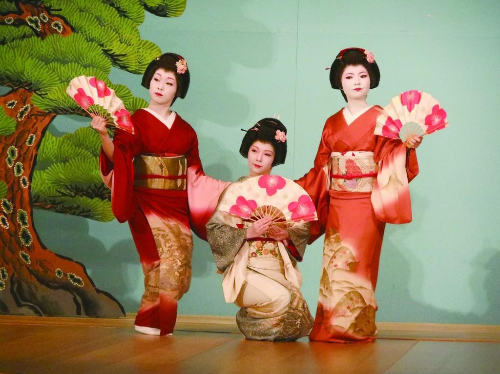 熱海芸妓が舞う 湯めまちをどり 華の舞